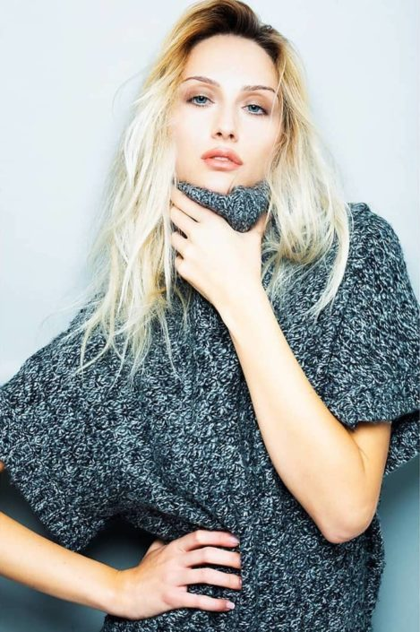 Modelle Brescia • DEBORA M • WOMEN, Gambista, Beauty, Manista, E-Commerce, Fotomodella Legs / Hand, Top Models, Fotomodella Over 30, Fotomodella Over 20, Intimo, Abiti da Sposa, Fittings