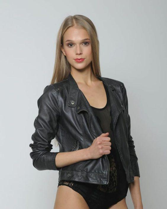 Modelle Brescia • SILVIA I • WOMEN, Gambista, Beauty, Manista, E-Commerce, Fotomodella Legs / Hand, Top Models, Fotomodella Over 30, Fotomodella Over 20, Intimo, Abiti da Sposa, Fittings