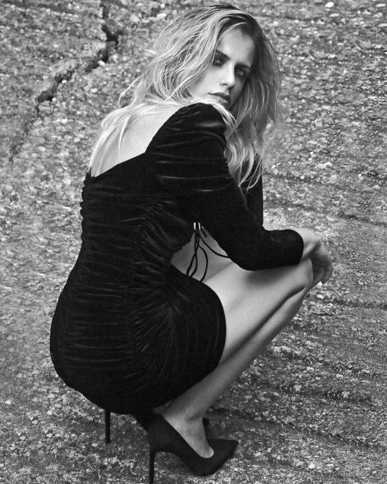 Modelle Brescia • MARINELLA DG • WOMEN, Gambista, Beauty, Manista, E-Commerce, Fotomodella Legs / Hand, Top Models, Fotomodella Over 30, Fotomodella Over 20, Intimo, Abiti da Sposa, Fittings