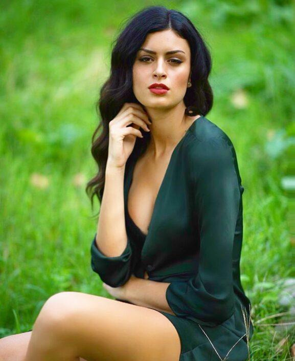 Modelle Brescia • SOPHIA S • WOMEN, Gambista, Beauty, Manista, E-Commerce, Top Models, Fotomodella Over 30, Intimo, Abiti da Sposa, Fittings