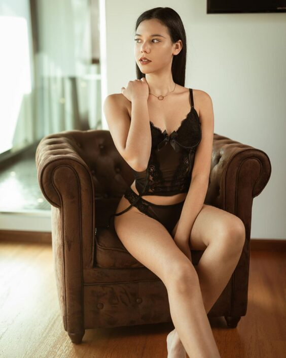 Modelle Brescia • ESMERALDA G • NEW FACES, Gambista, Beauty, Manista, Fotomodella Over 20, Fotomodello Under 18, Fittings, Fotomodella, Editoriali, Sfilate