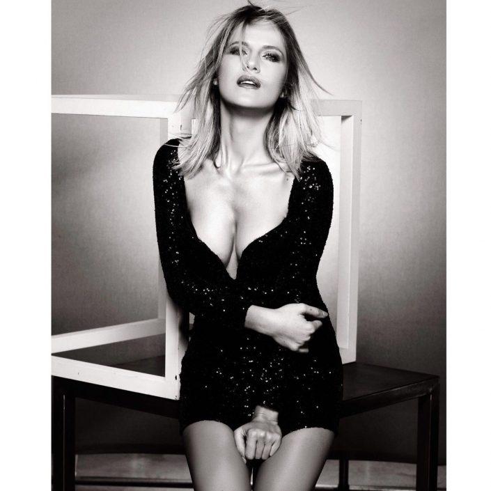 Modelle Brescia • VALENTINA MO • NEW FACES, Gambista, Beauty, Manista, Fotomodella Over 20, Fotomodello Under 18, Fittings, Fotomodella, Editoriali, Sfilate