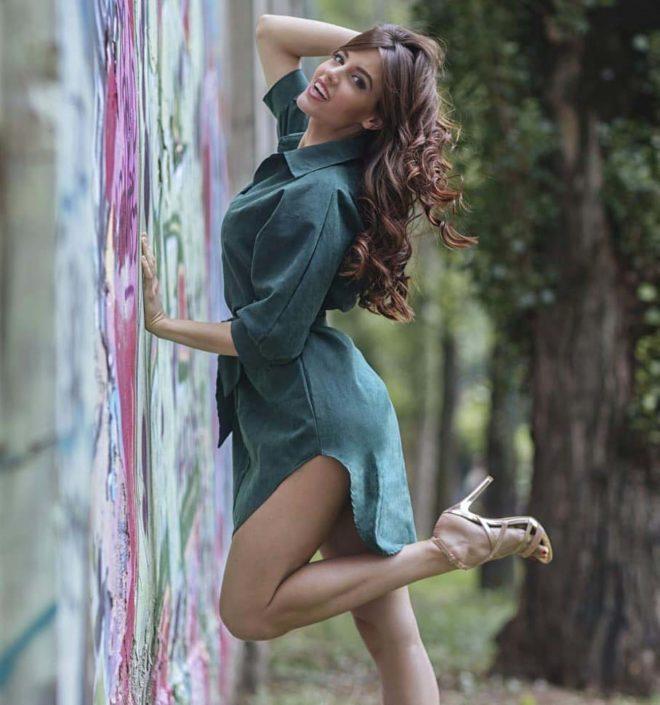 Modelle Brescia • ALICE B • Fotomodella Influencer, WOMEN, Gambista, Beauty, Manista, E-Commerce, Fotomodella Legs / Hand, Top Models, Fotomodella Over 30, Fotomodella Over 20, Intimo, Abiti da Sposa, Fittings