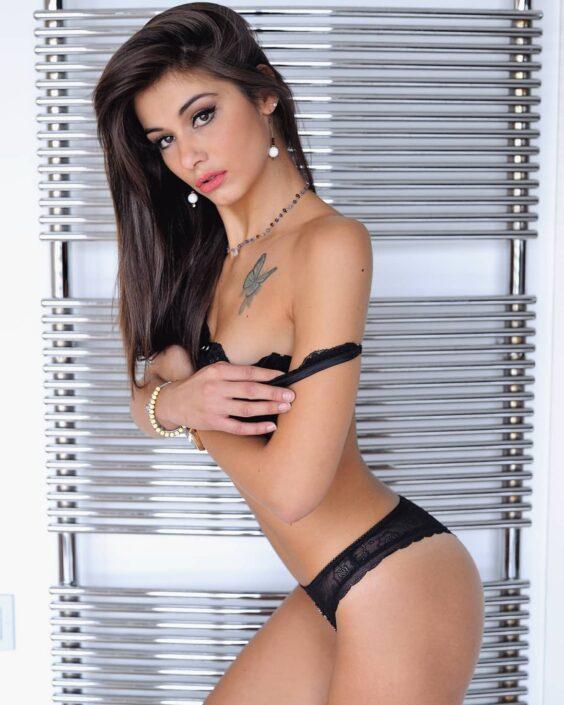 Modelle Brescia • ANITA R • NEW FACES, Gambista, Beauty, Manista, Fotomodella Over 20, Fotomodello Under 18, Fittings, Fotomodella, Editoriali, Sfilate