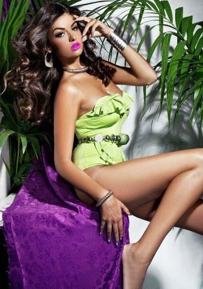 Modelle Brescia • BEATRICE G • WOMEN, Gambista, Beauty, Manista, E-Commerce, Fotomodella Legs / Hand, Top Models, Fotomodella Over 30, Fotomodella Over 20, Intimo, Abiti da Sposa, Fittings