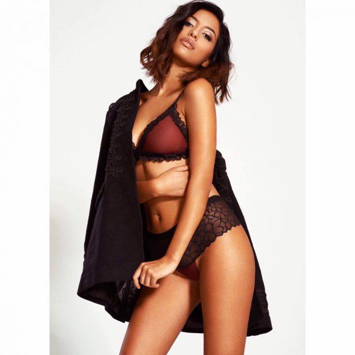 Modelle Brescia • Carla C • DEVELOPMENT, Gambista, Beauty, Manista, E-Commerce, Fotomodella Legs / Hand, Top Models, Fotomodella Over 30, Fotomodella Over 20, Intimo, Abiti da Sposa, Fittings
