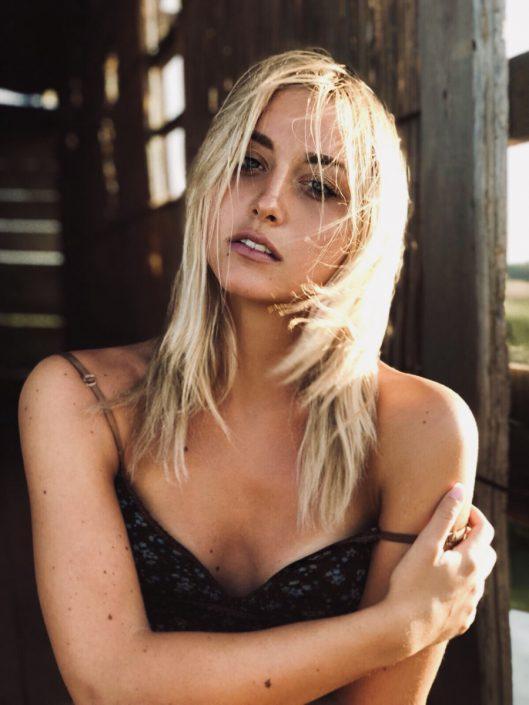 Modelle Brescia • CARLOTTA G • WOMEN, Gambista, Beauty, Manista, E-Commerce, Fotomodella Legs / Hand, Top Models, Fotomodella Over 30, Fotomodella Over 20, Intimo, Abiti da Sposa, Fittings