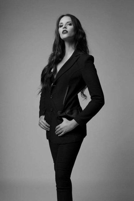 Modelle Brescia • CLAUDIA B • WOMEN, Gambista, Beauty, Manista, E-Commerce, Fotomodella Legs / Hand, Top Models, Fotomodella Over 30, Fotomodella Over 20, Intimo, Abiti da Sposa, Fittings