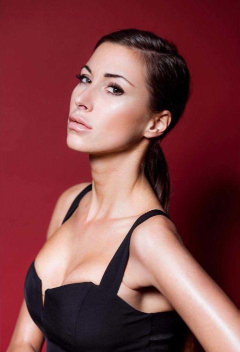 Modelle Brescia • CLAUDIA R • Fotomodella Influencer, WOMEN, Gambista, Beauty, Manista, E-Commerce, Fotomodella Legs / Hand, Top Models, Fotomodella Over 30, Fotomodella Over 20, Intimo, Abiti da Sposa, Fittings