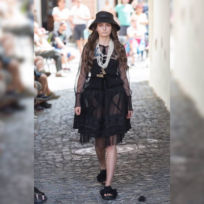 Modelle Brescia • DOMINIQUE N • WOMEN, Gambista, Beauty, Manista, E-Commerce, Fotomodella Legs / Hand, Top Models, Fotomodella Over 30, Fotomodella Over 20, Intimo, Abiti da Sposa, Fittings