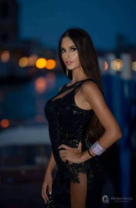 Modelle Brescia • ELEONORA C • NEW FACES, Gambista, Beauty, Manista, Fotomodella Over 20, Fotomodello Under 18, Fittings, Fotomodella, Editoriali, Sfilate