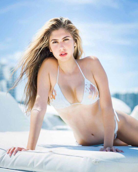Modelle Brescia • FABIANA R • DEVELOPMENT, Gambista, Beauty, Manista, E-Commerce, Fotomodella Legs / Hand, Top Models, Fotomodella Over 30, Fotomodella Over 20, Intimo, Abiti da Sposa, Fittings