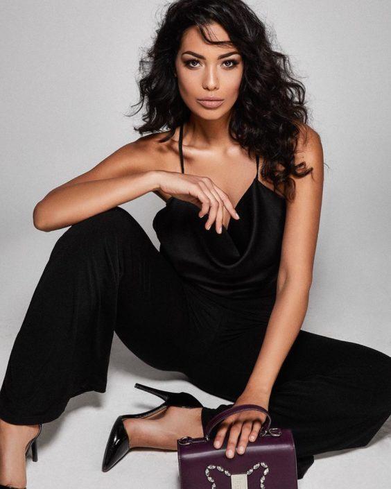 Modelle Brescia • FEDERICA CA • Fotomodella Influencer, WOMEN, Gambista, Beauty, Manista, E-Commerce, Fotomodella Legs / Hand, Top Models, Fotomodella Over 30, Fotomodella Over 20, Intimo, Abiti da Sposa, Fittings, influencer