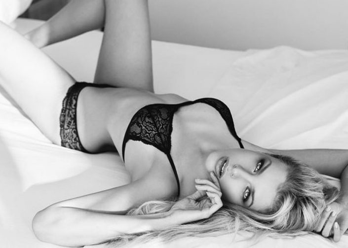Modelle Brescia • GEORGINA H • Fotomodella Influencer, WOMEN, Gambista, Beauty, Manista, Catalogo, E-Commerce, Sfilata, Top Models, Fotomodella Over 20, Intimo, Abiti da Sposa, Fittings