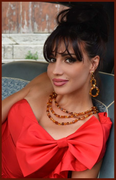 Modelle Brescia • GIOVANNA DL • DEVELOPMENT, Gambista, Beauty, Manista, E-Commerce, Fotomodella Legs / Hand, Top Models, Fotomodella Over 30, Fotomodella Over 20, Intimo, Abiti da Sposa, Fittings