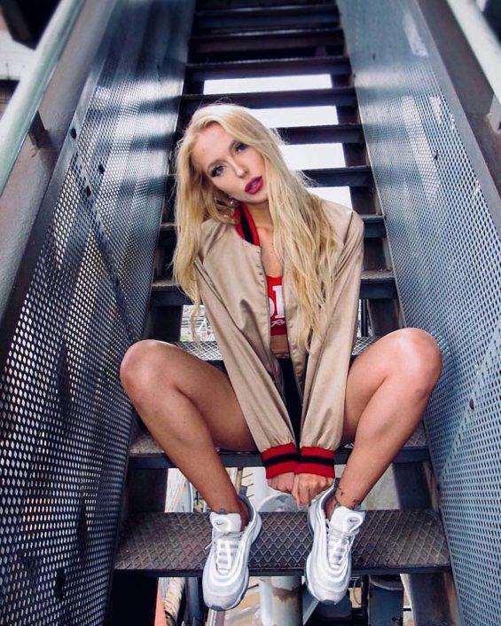 Modelle Brescia • GLORIA H • Fotomodella Influencer, WOMEN, Gambista, Beauty, Manista, E-Commerce, Fotomodella Legs / Hand, Top Models, Fotomodella Over 30, Fotomodella Over 20, Intimo, Abiti da Sposa, Fittings