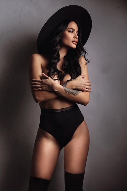 Modelle Brescia • INDIANA S • DEVELOPMENT, Gambista, Beauty, Manista, E-Commerce, Fotomodella Legs / Hand, Top Models, Fotomodella Over 30, Fotomodella Over 20, Intimo, Abiti da Sposa, Fittings