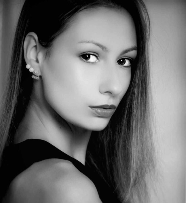 Modelle Brescia • KARINA G • DEVELOPMENT, Gambista, Beauty, Manista, E-Commerce, Fotomodella Legs / Hand, Top Models, Fotomodella Over 30, Fotomodella Over 20, Intimo, Abiti da Sposa, Fittings
