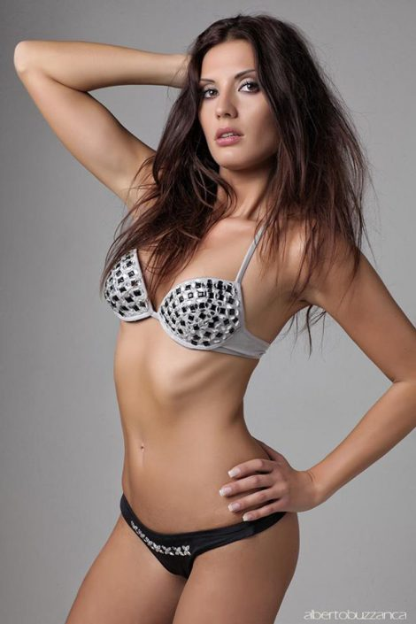 Modelle Brescia • Lara C • DEVELOPMENT, Gambista, Beauty, Manista, E-Commerce, Fotomodella Legs / Hand, Top Models, Fotomodella Over 30, Fotomodella Over 20, Intimo, Abiti da Sposa, Fittings