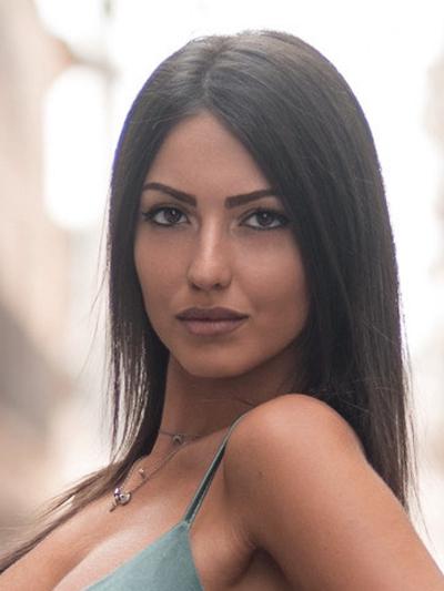 Modelle Brescia • LAURA MO • NEW FACES, Gambista, Beauty, Manista, Fotomodella Over 20, Fotomodello Under 18, Fittings, Fotomodella, Editoriali, Sfilate