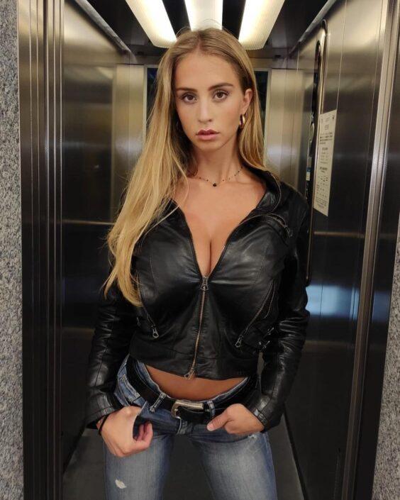 Modelle Brescia • MARIA A • NEW FACES, Gambista, Beauty, Manista, Fotomodella Over 20, Fotomodello Under 18, Fittings, Fotomodella, Editoriali, Sfilate