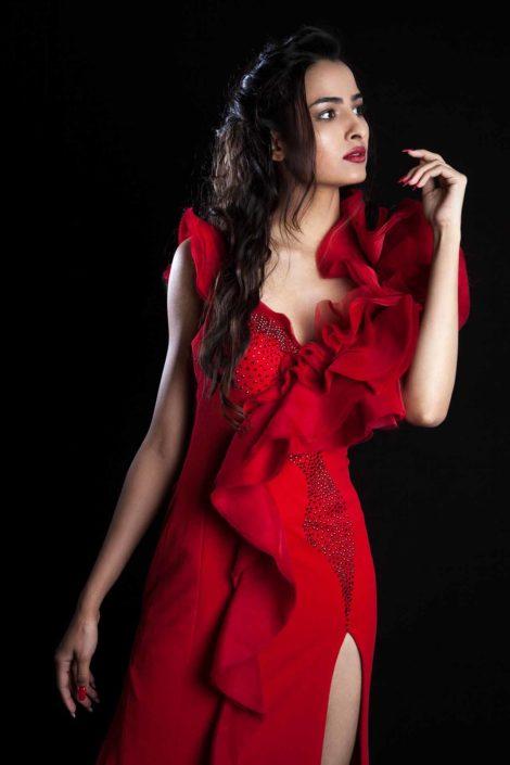 Modelle Brescia • PRIYA S • NEW FACES, Gambista, Beauty, Manista, Fotomodella Over 20, Fotomodello Under 18, Fittings, Fotomodella, Editoriali, Sfilate