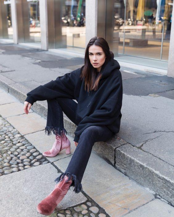 Modelle Brescia • SARA R • WOMEN, Gambista, Beauty, Manista, E-Commerce, Fotomodella Legs / Hand, Top Models, Fotomodella Over 30, Intimo, Abiti da Sposa, Fittings