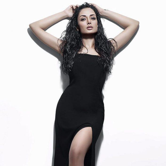 Modelle Brescia • SHADEMANEH M • WOMEN, Gambista, Beauty, Manista, E-Commerce, Fotomodella Legs / Hand, Top Models, Fotomodella Over 30, Intimo, Abiti da Sposa, Fittings