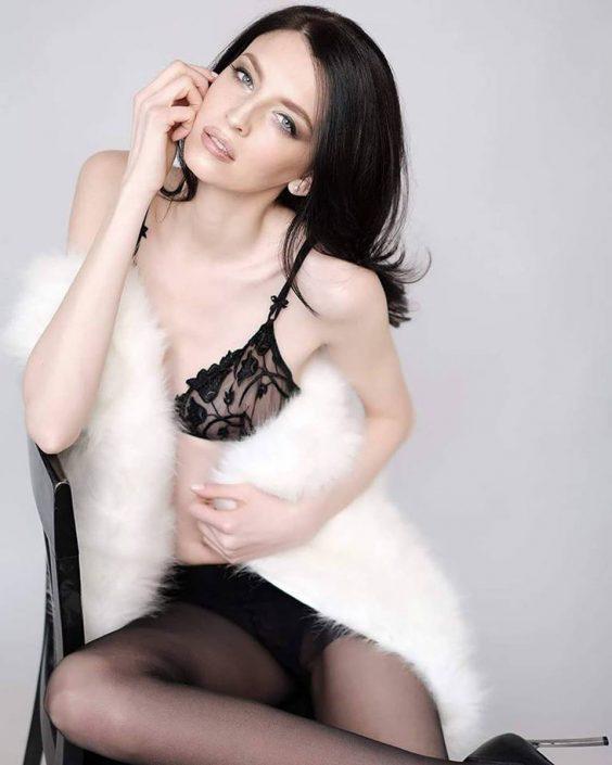 Modelle Brescia • SILVIA F • Fotomodella Influencer, WOMEN, Gambista, Beauty, Manista, E-Commerce, Fotomodella Legs / Hand, Top Models, Fotomodella Over 30, Fotomodella Over 20, Intimo, Abiti da Sposa, Fittings