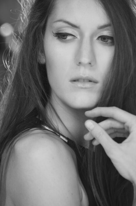Modelle Brescia • VALENTINA V • DEVELOPMENT, Gambista, Beauty, Manista, E-Commerce, Fotomodella Legs / Hand, Top Models, Fotomodella Over 30, Fotomodella Over 20, Intimo, Abiti da Sposa, Fittings