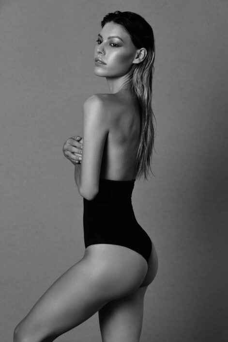 Modelle Brescia • VIRGINIA A • Fotomodella Influencer, WOMEN, Gambista, Beauty, Manista, E-Commerce, Fotomodella Legs / Hand, Top Models, Fotomodella Over 30, Fotomodella Over 20, Intimo, Abiti da Sposa, Fittings