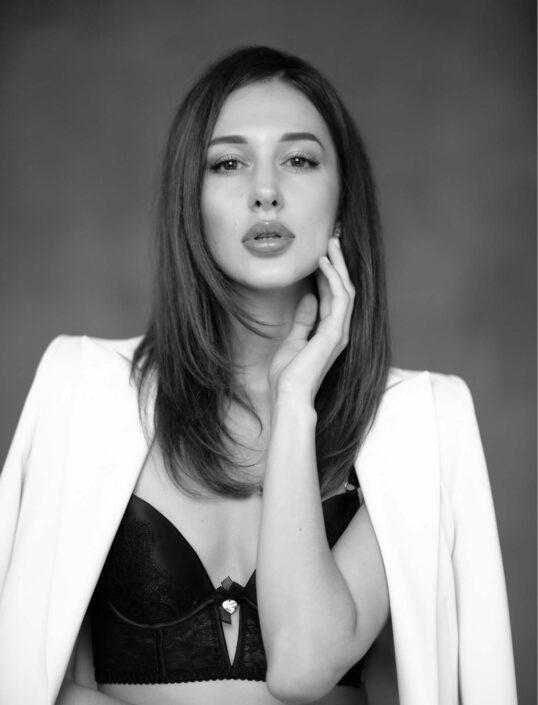 Modelle Brescia • YULIA A • Fotomodella Influencer, WOMEN, Gambista, Beauty, Manista, E-Commerce, Top Models, Intimo, Abiti da Sposa, Fittings